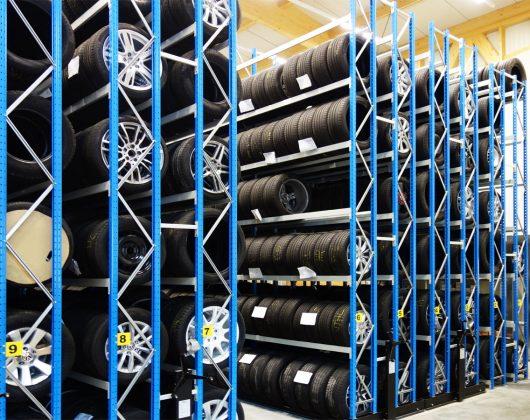 Reifenregal-befüllt-Seitenansicht